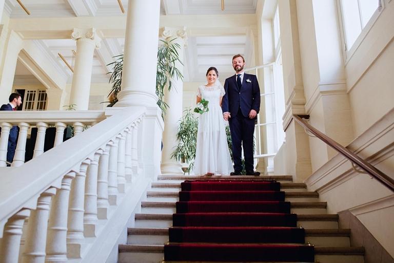 mariés-escaliers-mairie-paris6