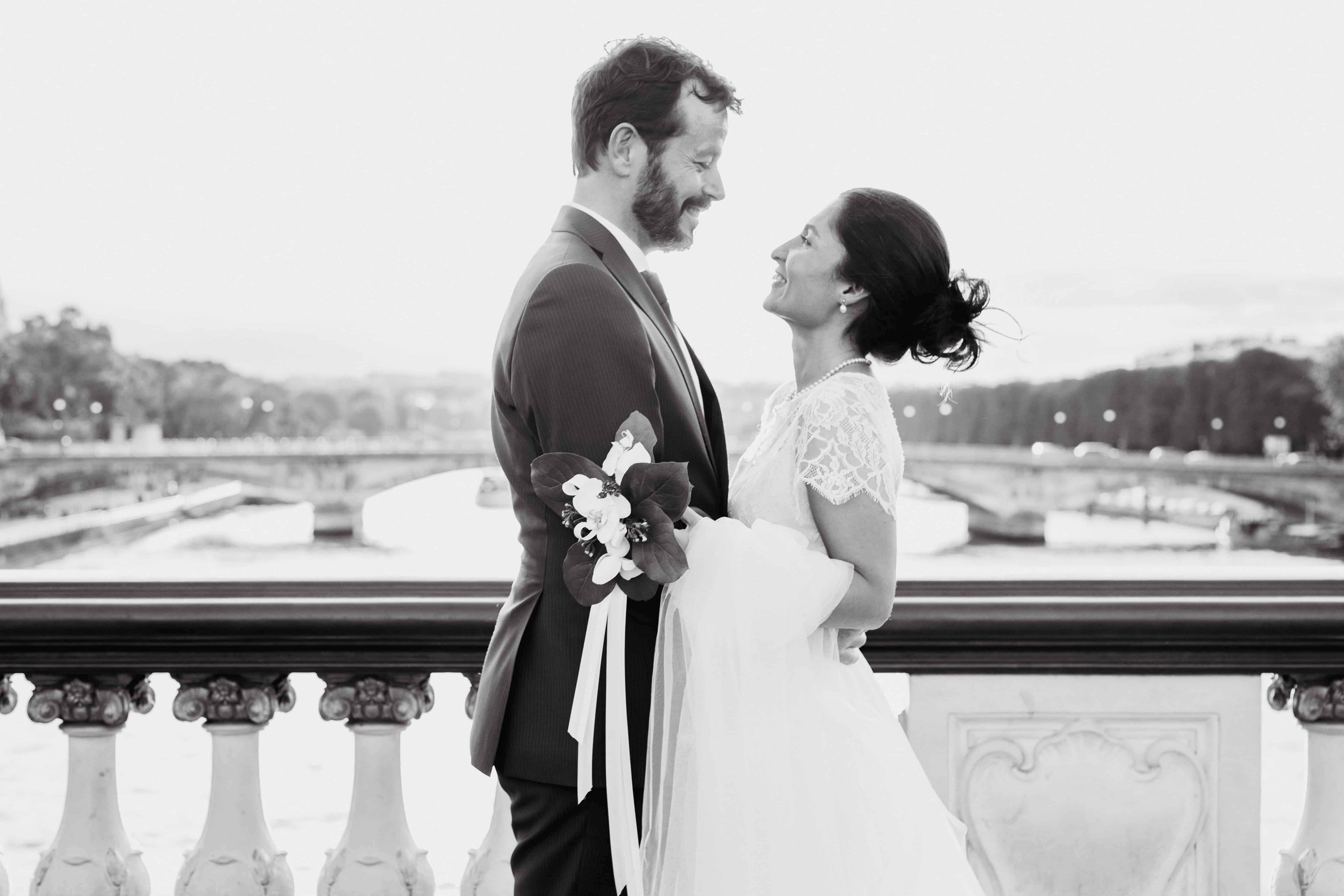 Couple mariage en noir et blanc