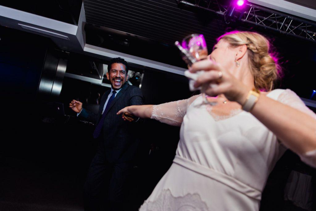 La mariée danse jusqu'au bout de la nuit