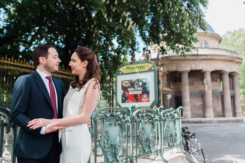 Séance photo de couple au parc Monceau