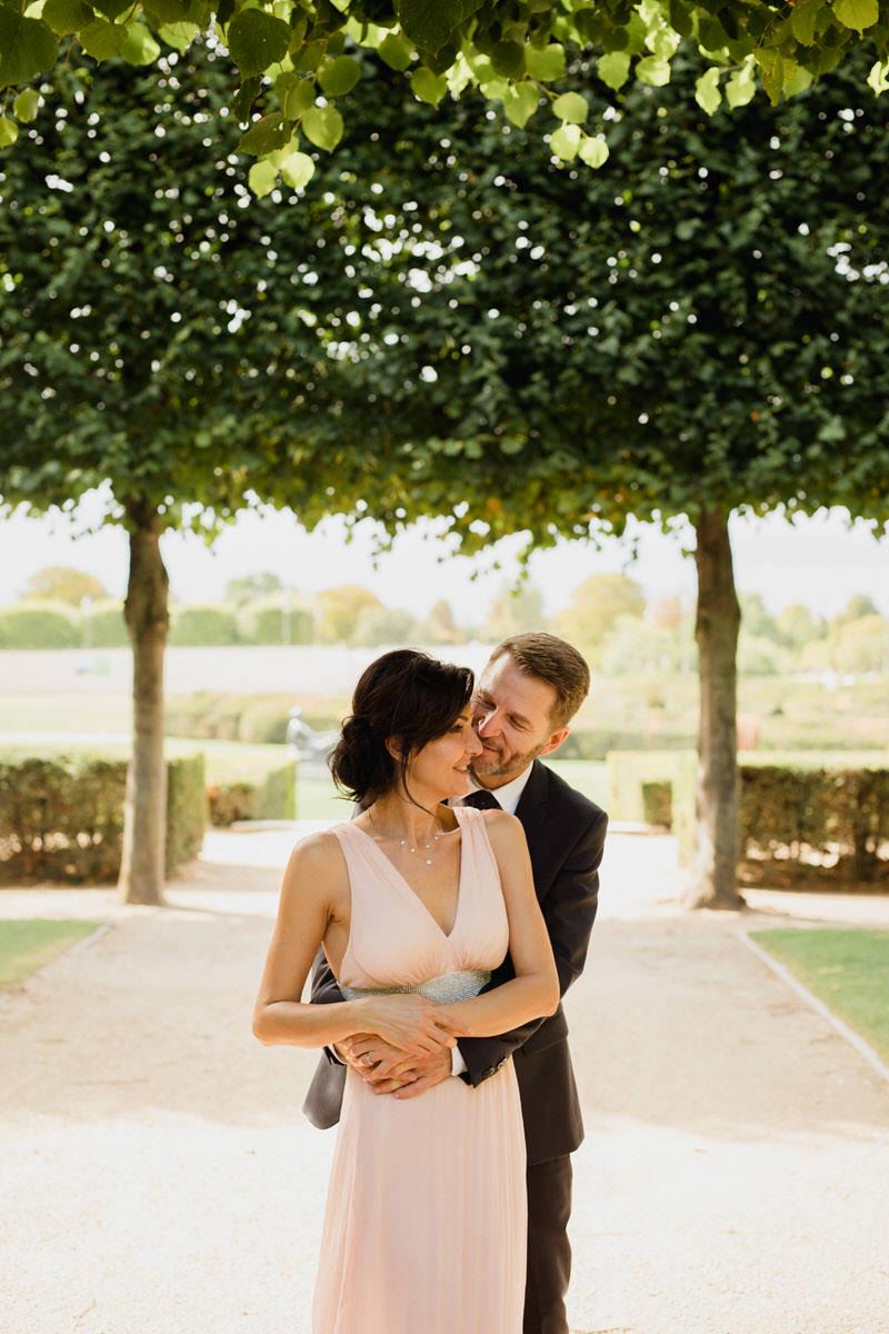 séance couple dans le jardin des tuileries