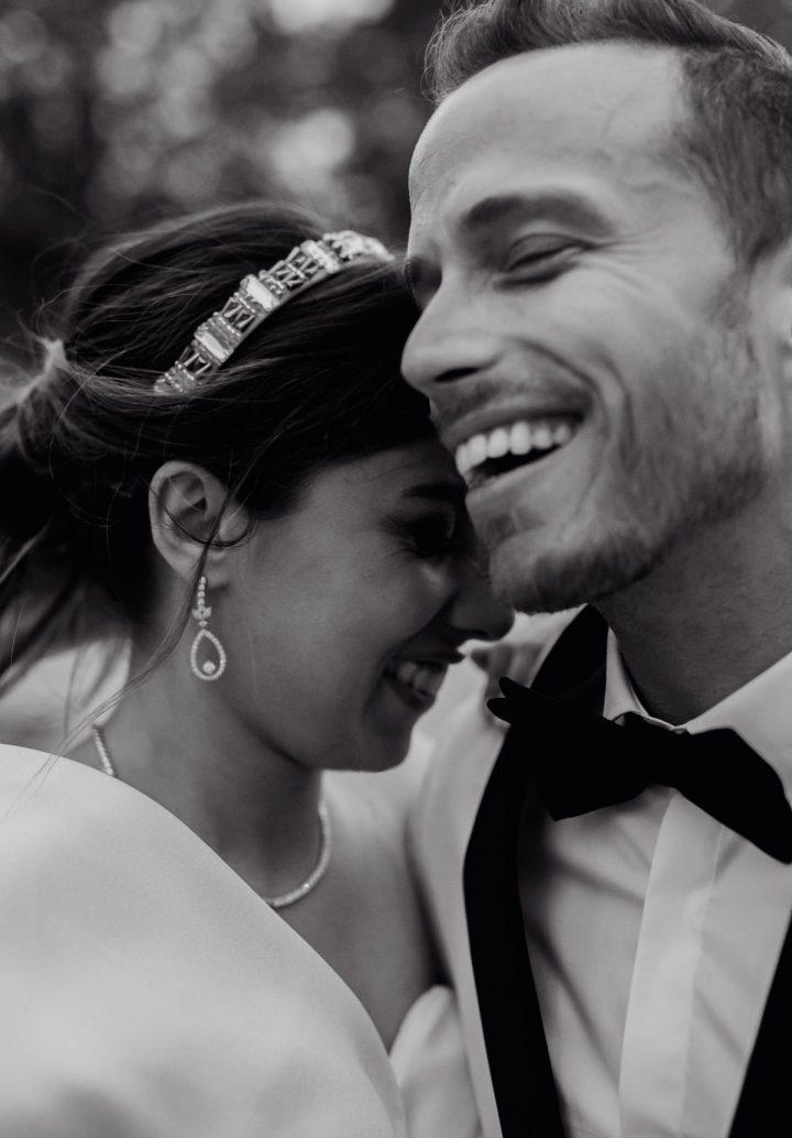 les mariés en train de rire