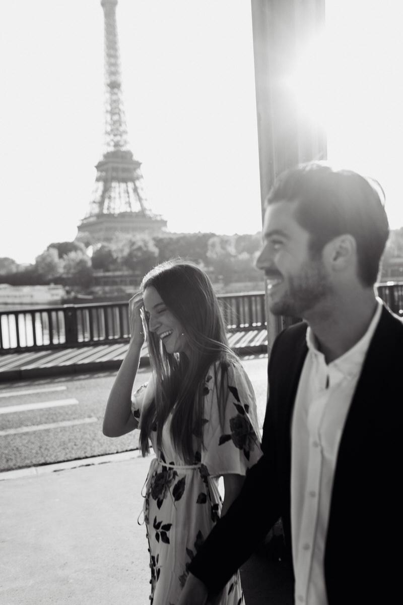 séance couple dans les rues de Paris